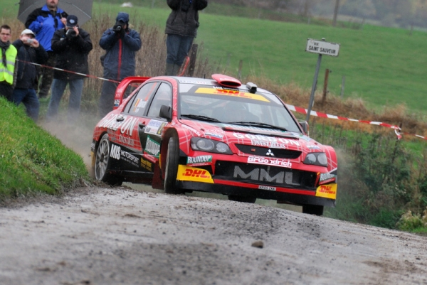Duval crashes out while leading in Lancer WRC05